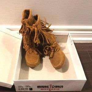 Minnetonka fringe boots in brown suede, size 36 B